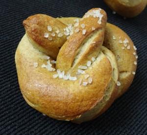 Avocado soft pretzels - vegan recipe