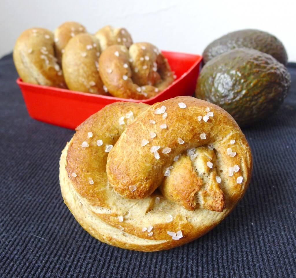 Avocado soft pretzels - vegan