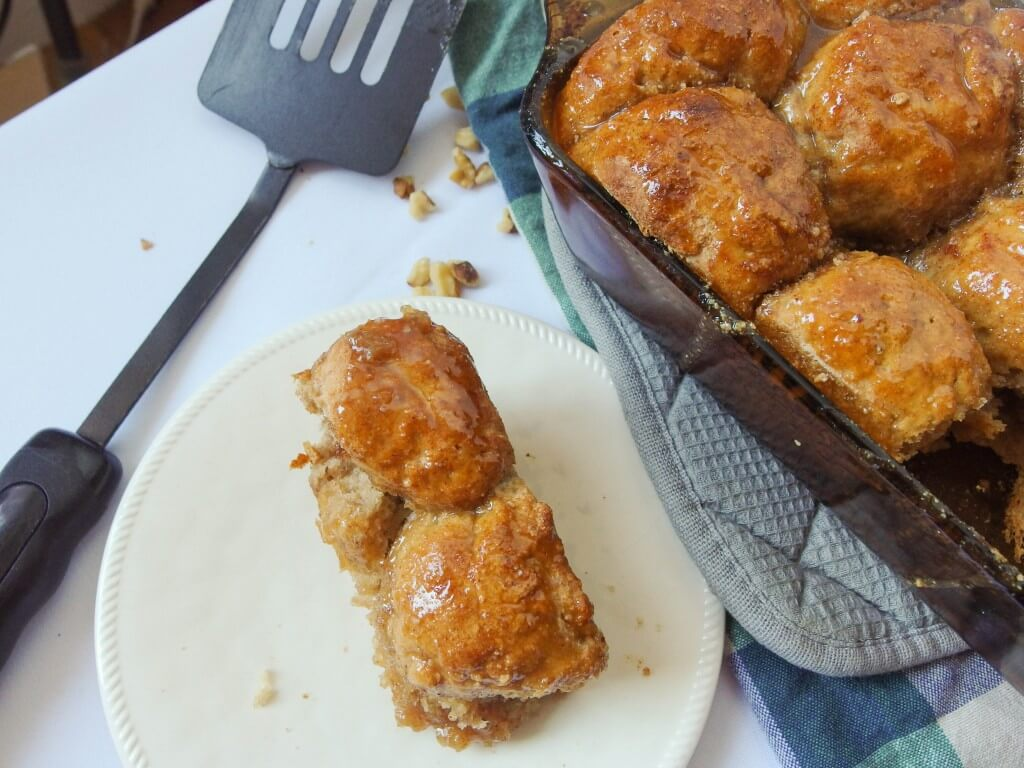 Vegan salted caramel monkey bread - healthy! Yup, it's Vegan