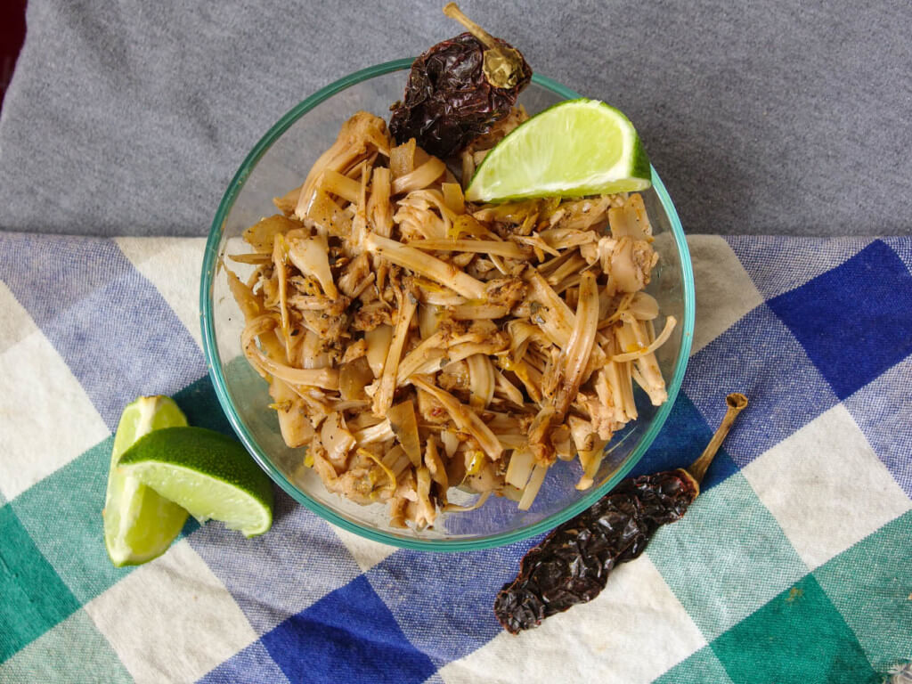 Slow cooker chipotle jackfruit carnitas - Yup, it's Vegan