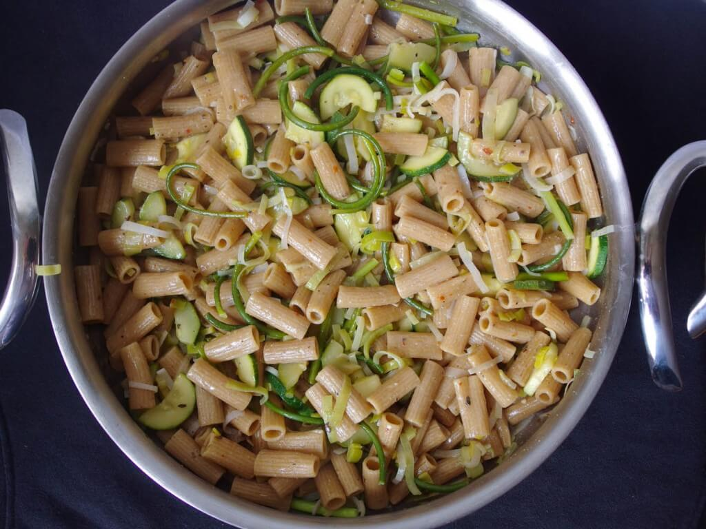 One Pot Pasta with Zucchini and Leeks in White Wine Sauce