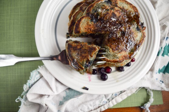 Gluten-free Vegan Blueberry Pancakes | yupitsvegan.com. Light and fluffy vegan pancakes made with heart-healthy flax and oat flour.