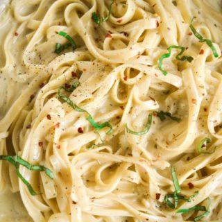 One Pot Creamy Garlic Pasta