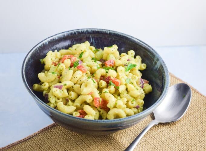 Avocado Macaroni Salad | yupitsvegan.com. Light, refreshing vegan macaroni salad with a healthy avocado-based dressing.