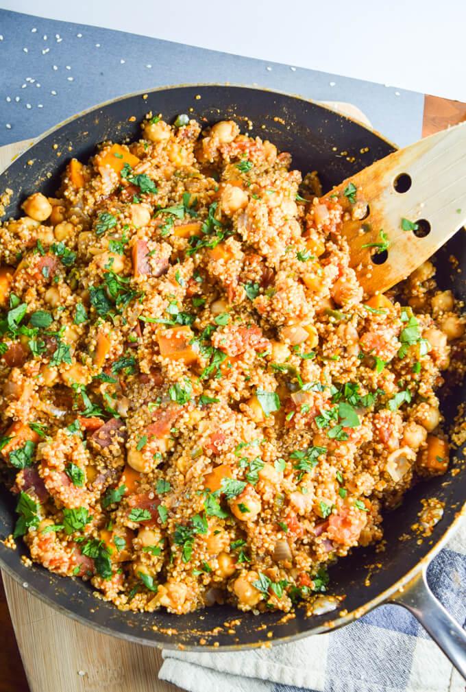 30 Vegan One Pot Recipes | yupitsvegan.com. Including this one pot tandoori quinoa!