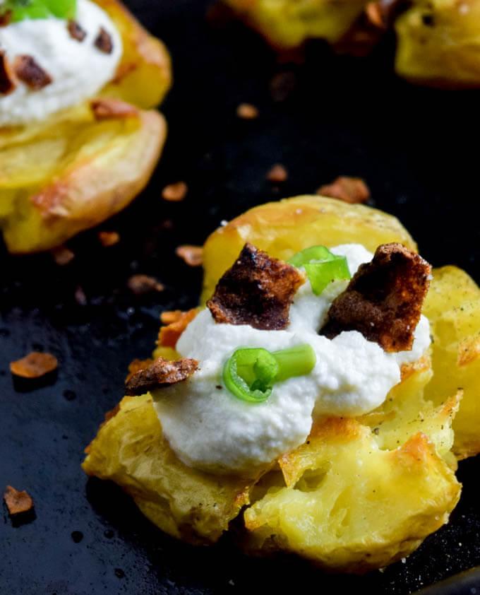 Loaded Smashed Potatoes (Vegan) | yupitsvegan.com