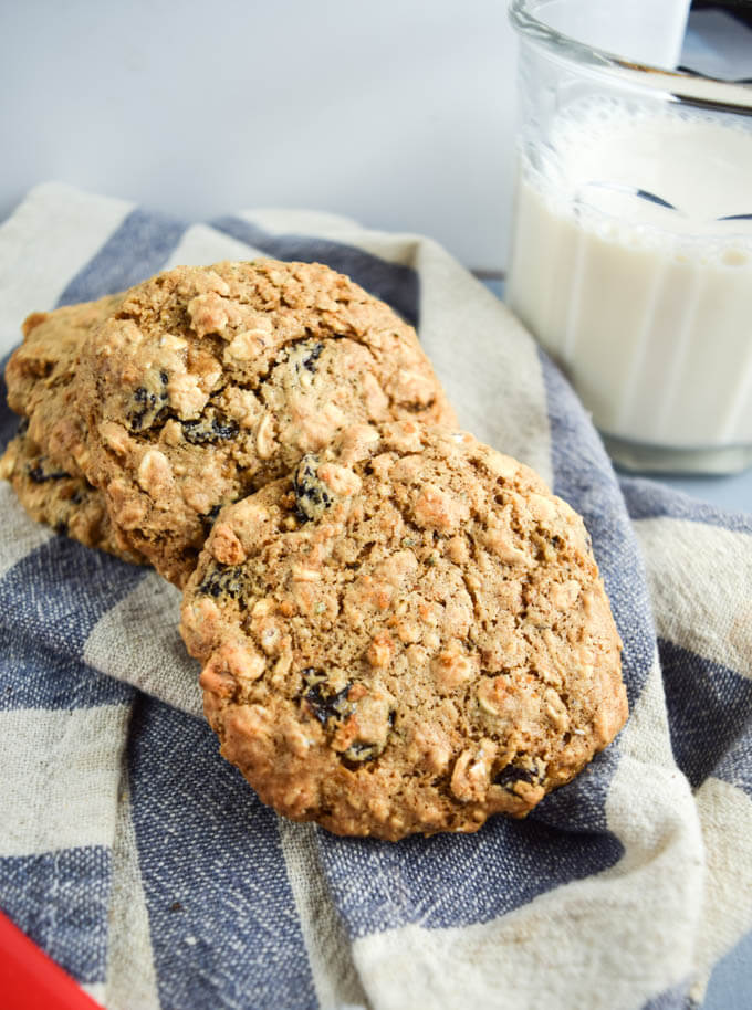 30 Vegan Cookie Recipes with NO Margarine | yupitsvegan.com. Delicious vegan recipes for cookies like old fashioned oatmeal raisin, without commercial substitutes required.