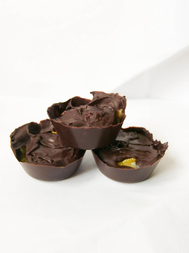 Dark Chocolate Mango Macadamia Nut Butter Cups | yupitsvegan.com. Delectable, uniquely-flavored little cups filled with toasted coconut macadamia nut butter and lightly sweetened mango.