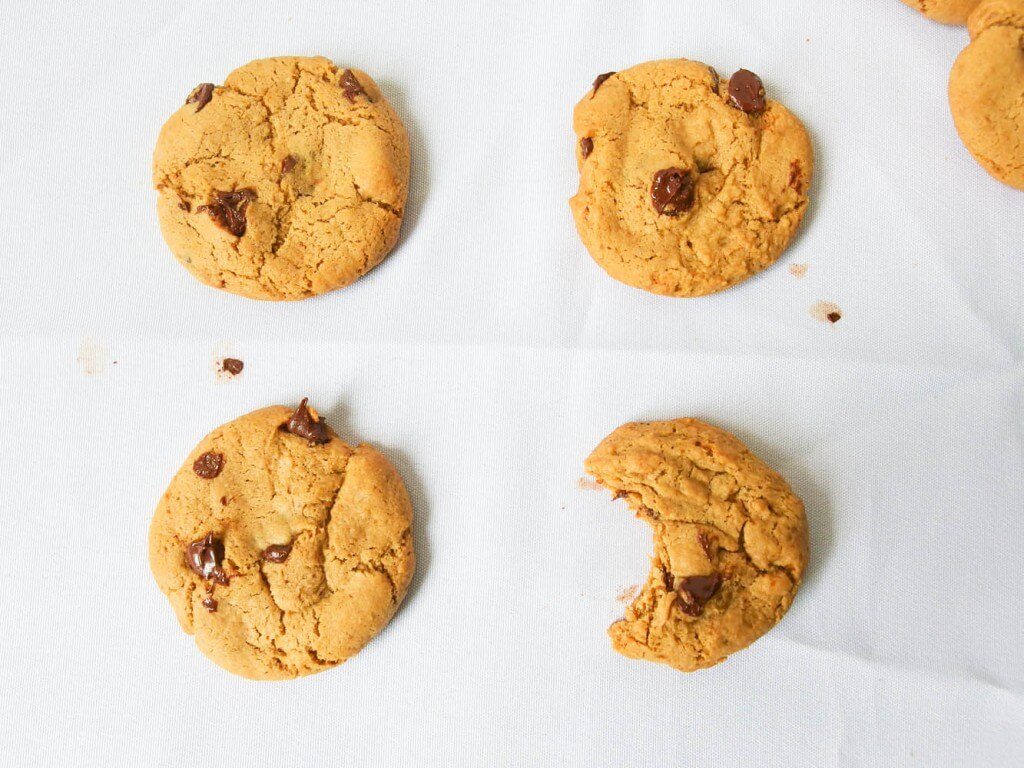 Coconut butter chocolate chip cookies - Yup, it's Vegan