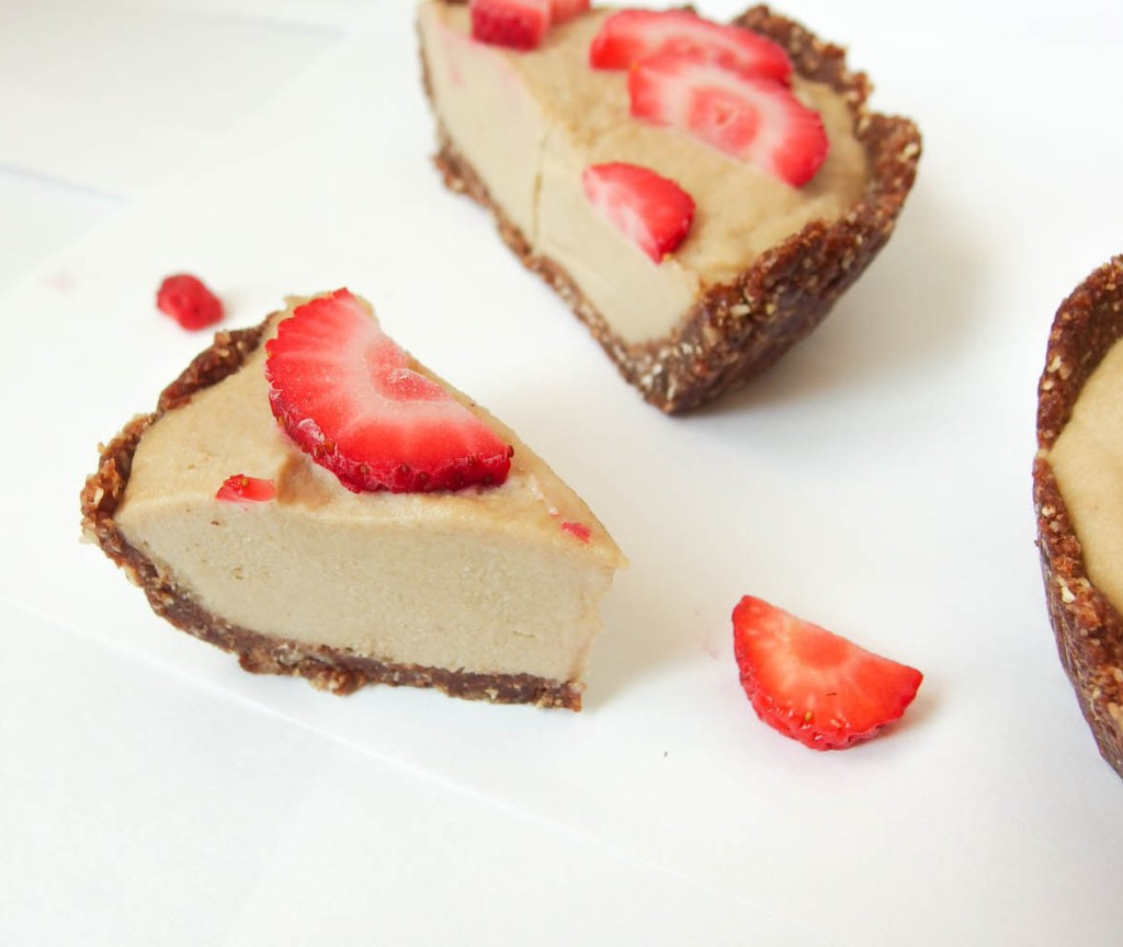 Banana Cashew Cheesecake with Chocolate Hazelnut Crust - Yup, it's Vegan