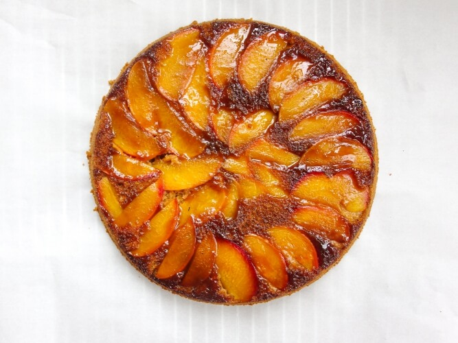 Sweet and Tart Summer Vegan Nectarine Upside-Down Cake With Whole Grain Spelt Flour - Yup, it's Vegan sweet