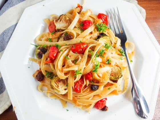 Sweet, savory, and smokey fettucine pasta with deeply caramelized onion and garlic, hickory smoked cherry sweet and juicy cherry tomatoes, and piquant pickled raisins served with fresh herbs and spices. The perfect picnic food!