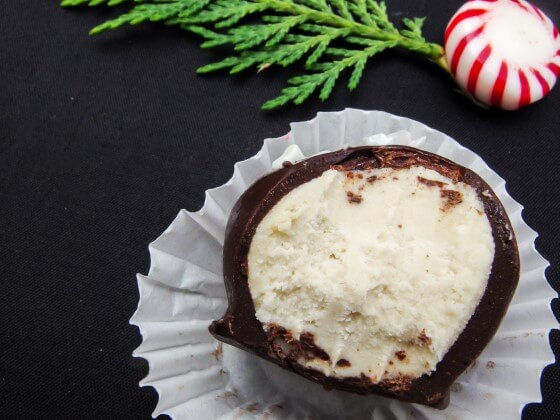 Vegan White Chocolate Truffles (optional peppermint flavored version) | yupitsvegan.com