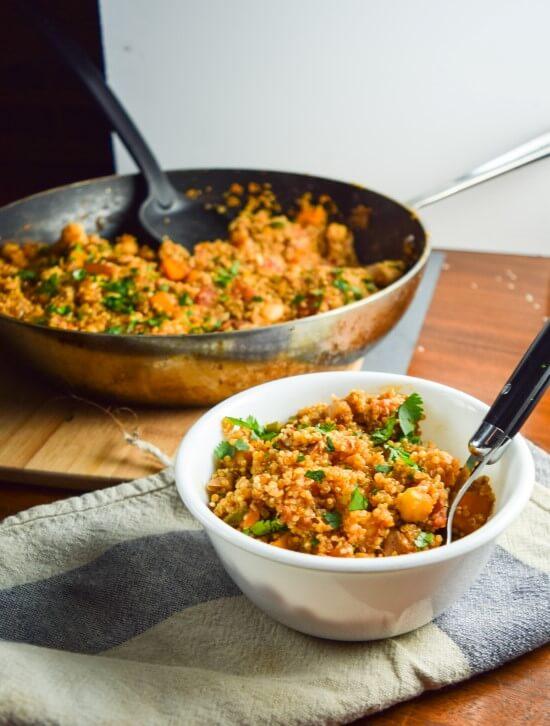 One pot tandoori quinoa recipe yupitsvegan one bowl of flavorful and nutritious tandoori quinoa with a curry paste of garam masala forumfinder Choice Image