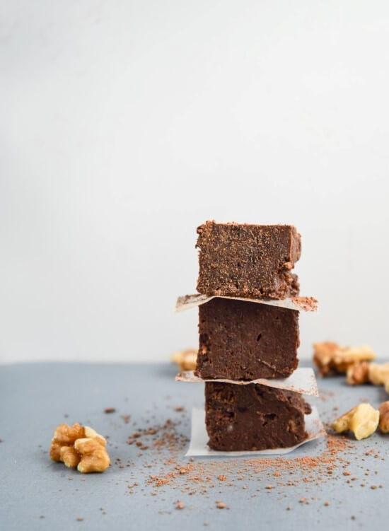 Easy vegan and gluten-free chocolate walnut fudge that is reminiscent of brownie batter but made with healthy ingredients. | yupitsvegan.com