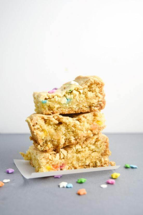 Vegan Cake Batter Blondies | yupitsvegan.com. Sinfully delicious, chewy on the inside, crispy on the edges, these totally VEGAN cake batter blondies are an easy treat that tastes exactly like funfetti batter!