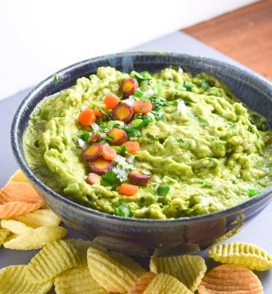 Thai Green Curry Guacamole | Yup, it's Vegan. Easy Asian fusion guacamole packed with fresh Thai flavors!