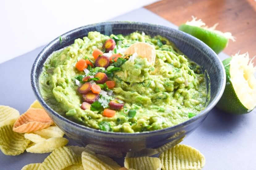 Thai Green Curry Guacamole | Yup, it's Vegan. Vibrant and delicious Thai guacamole made by mixing traditional guacamole with Thai flavors! Serve with rice crackers or just regular tortilla chips.