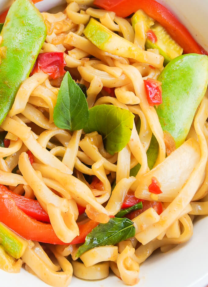 30 Vegan One Pot Recipes | yupitsvegan.com. Including these spicy basil noodles!