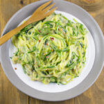 One Pot Creamy Garlic Zucchini Noodles | Yup, it's Vegan