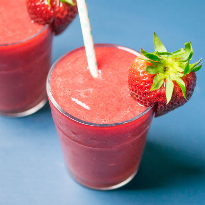 Strawberry Lemonade Smoothies | Yup, it's Vegan
