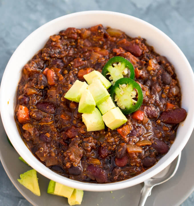 One Pot Smoky Quinoa Chili | Yup, it's Vegan